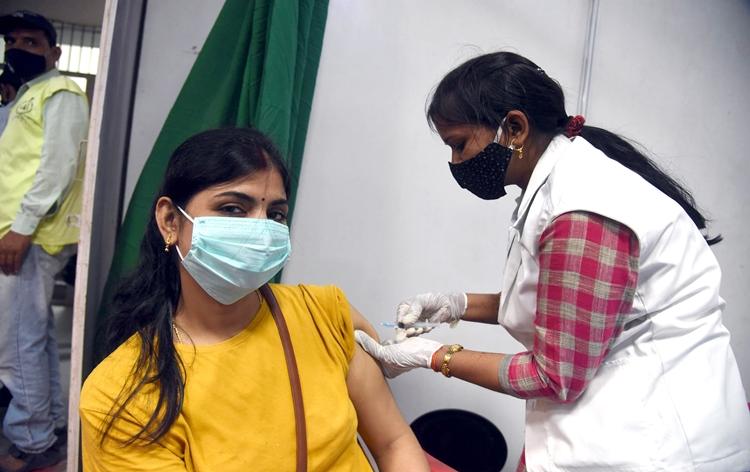 देश में अब तक 41 करोड़ 54 लाख से अधिक कोविडरोधी टीके लगाए गए