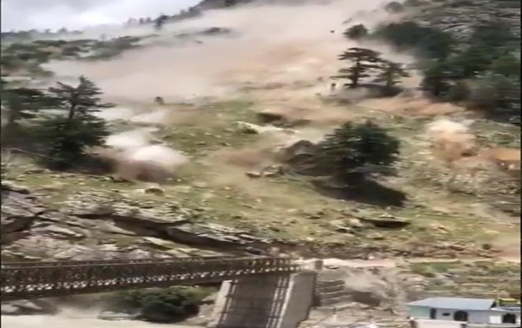 हिमाचल प्रदेश के किन्नौर जिले में भूस्खलन में नौ पर्यटकों की मौत
