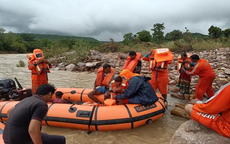 मध्यप्रदेश के बाढ़ प्रभावित इलाकों में राहत और बचाव कार्य जोरों पर
